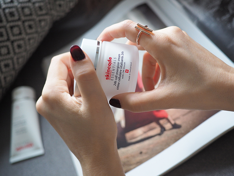 starostlivosť o pleť - Skincode essentials day cream denný krém