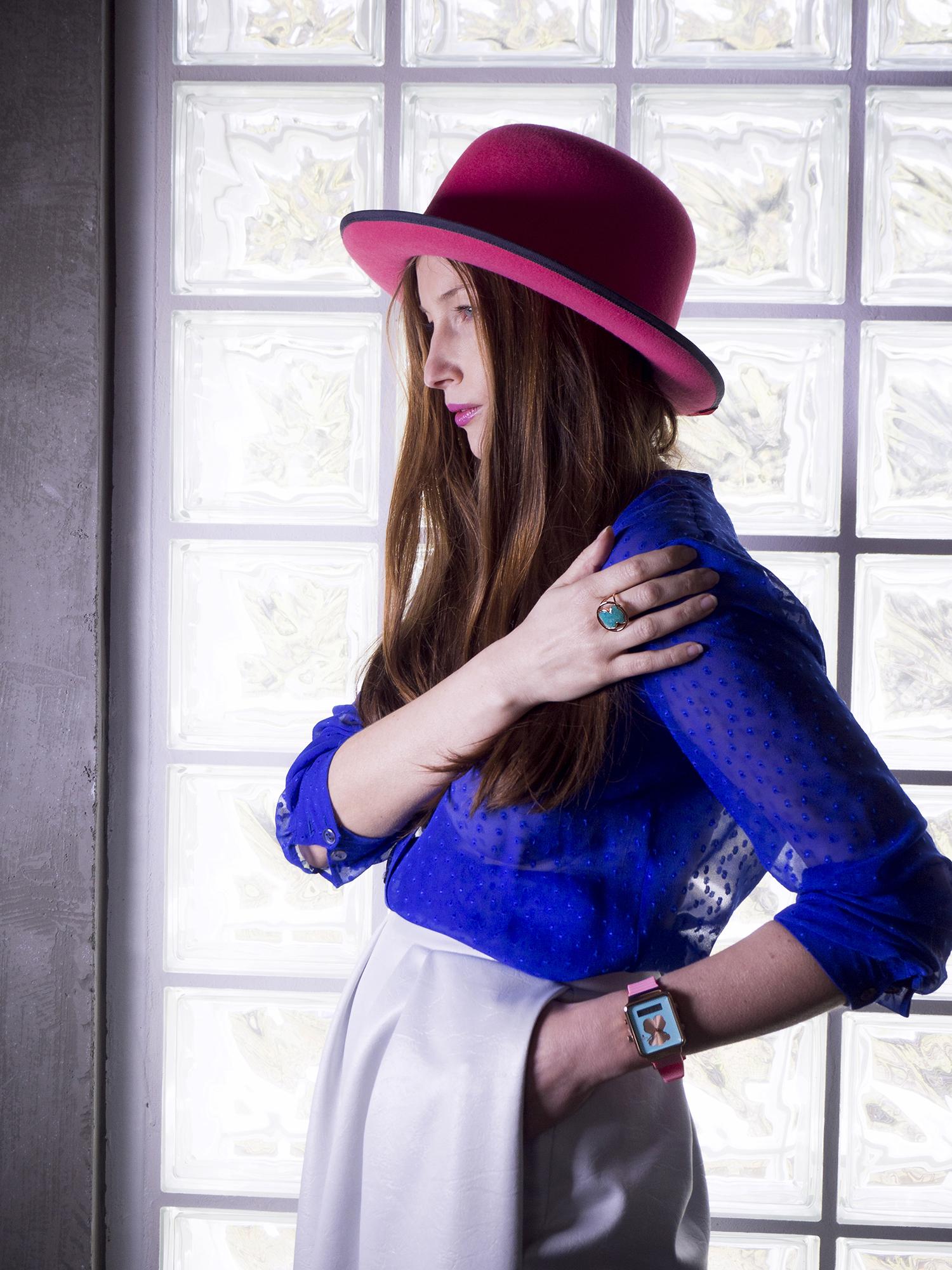farebný trendy klobúk