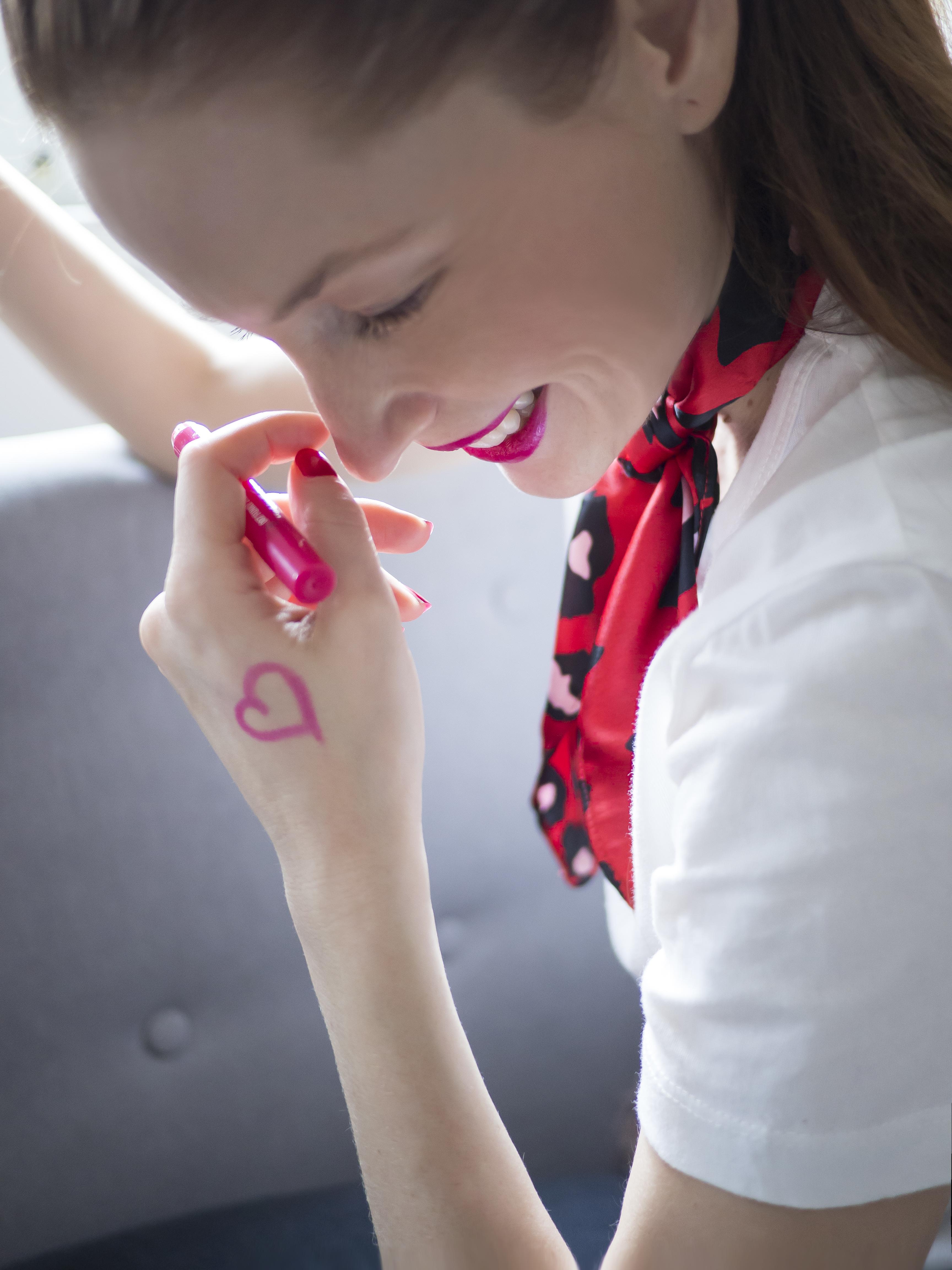 Ako si nalíčiť pery - rúž v ceruzke Gosh pink ružový lesk