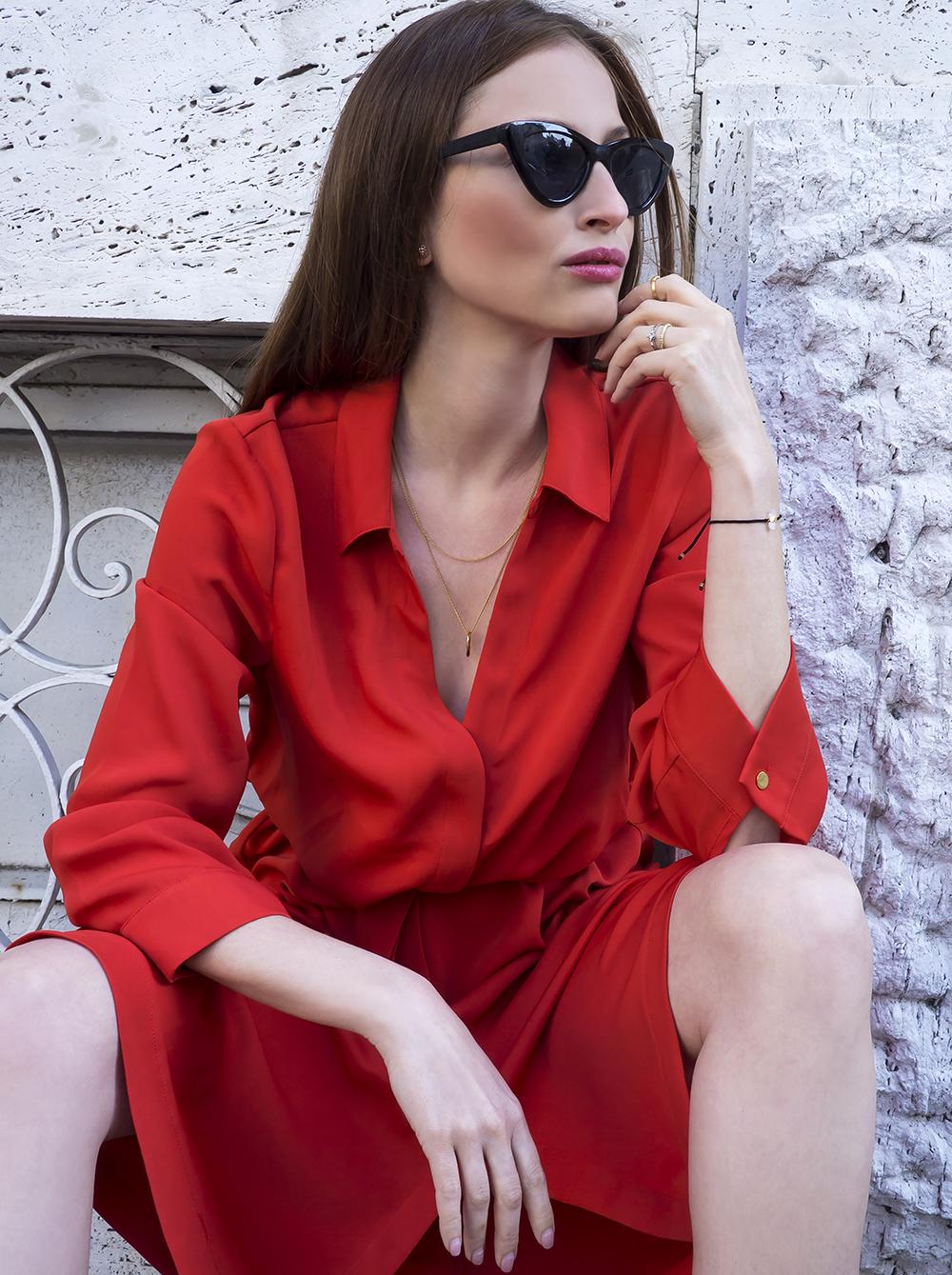 Zmyselná červená farba vo svete módy a šiat