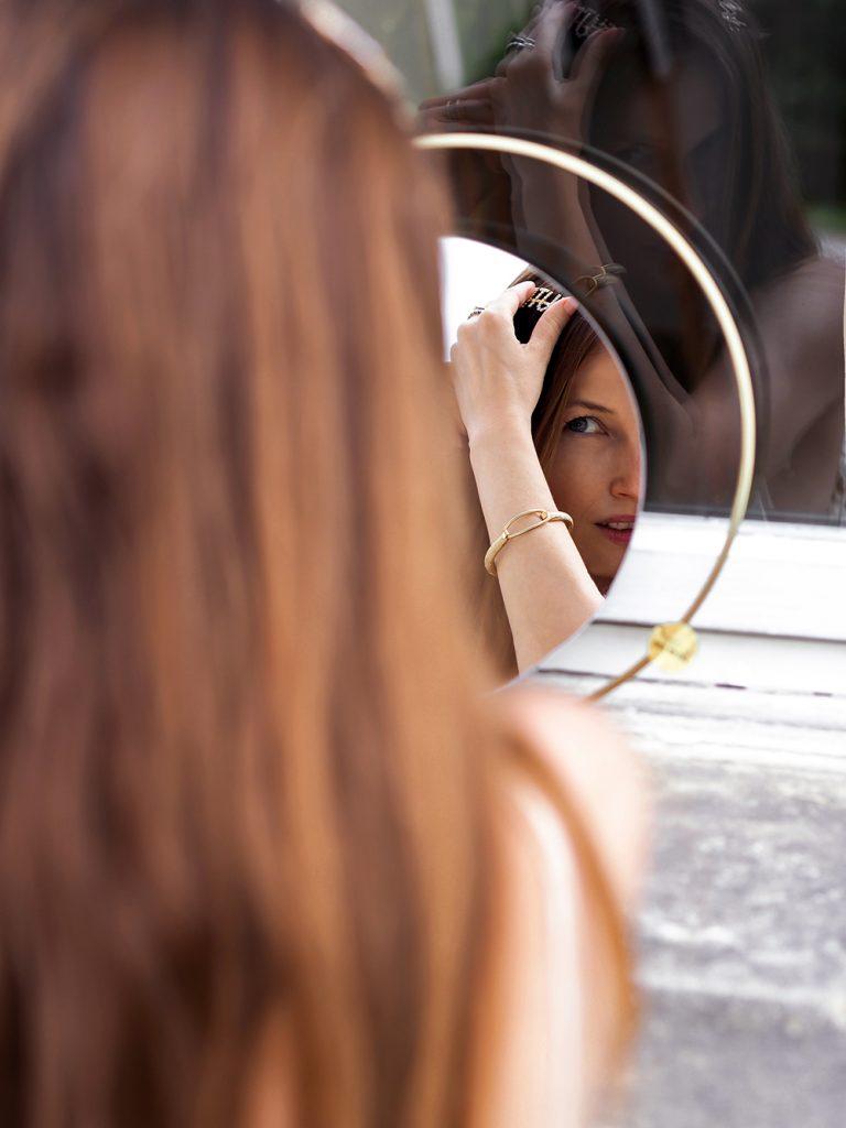Ako nosiť sponky a spony do vlasov
