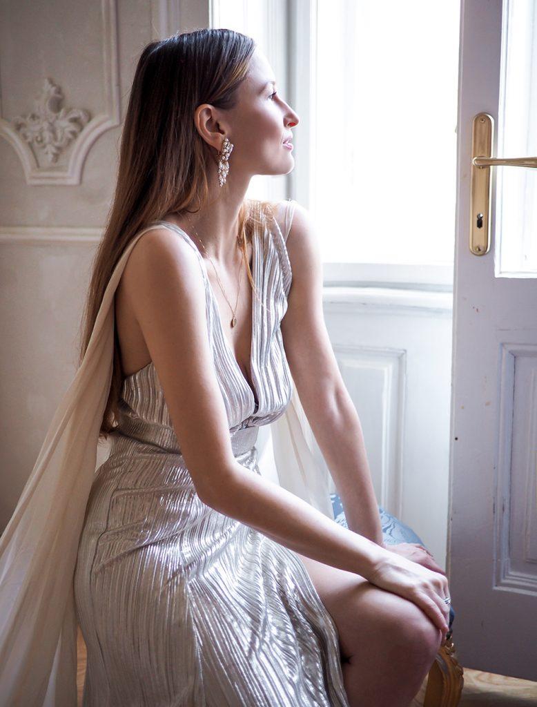 Šaty na ples - Ako sa obliecť na ples - strieborné šaty
